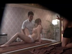 センズリ勃起覗き覗き あんなに感じてる妻を見てたら フル勃起しちゃってセンズリしたくなる SEXまでしちゃうのか?嫉妬と興奮が頭を交差する!20 分超