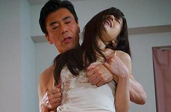 エロ動画マドンナ希島あいり寝取られNTR人妻辱めスレンダー「こんな格好恥ずかしいです・・。」夫のためにと夫の上司に体を求められて。40分