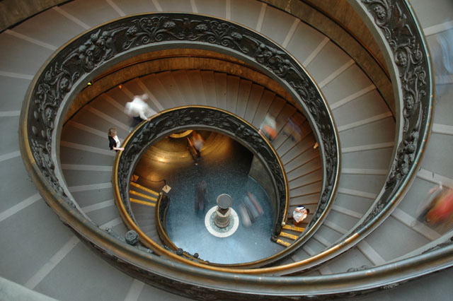 Birds_eye_view_of_the_stairs