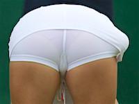billedegalleri med piger i stramme bukser viser Camel-toe