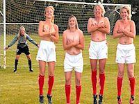 Nøgenbilleder af danske fodboldpiger der smider alt tøjet!