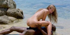 Galleri med ægtepar og kærestepar der dyrker sex på stranden!
