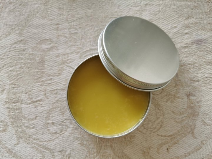 How to make a herbal salve