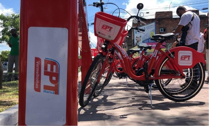 bicicleta vermelhinhas