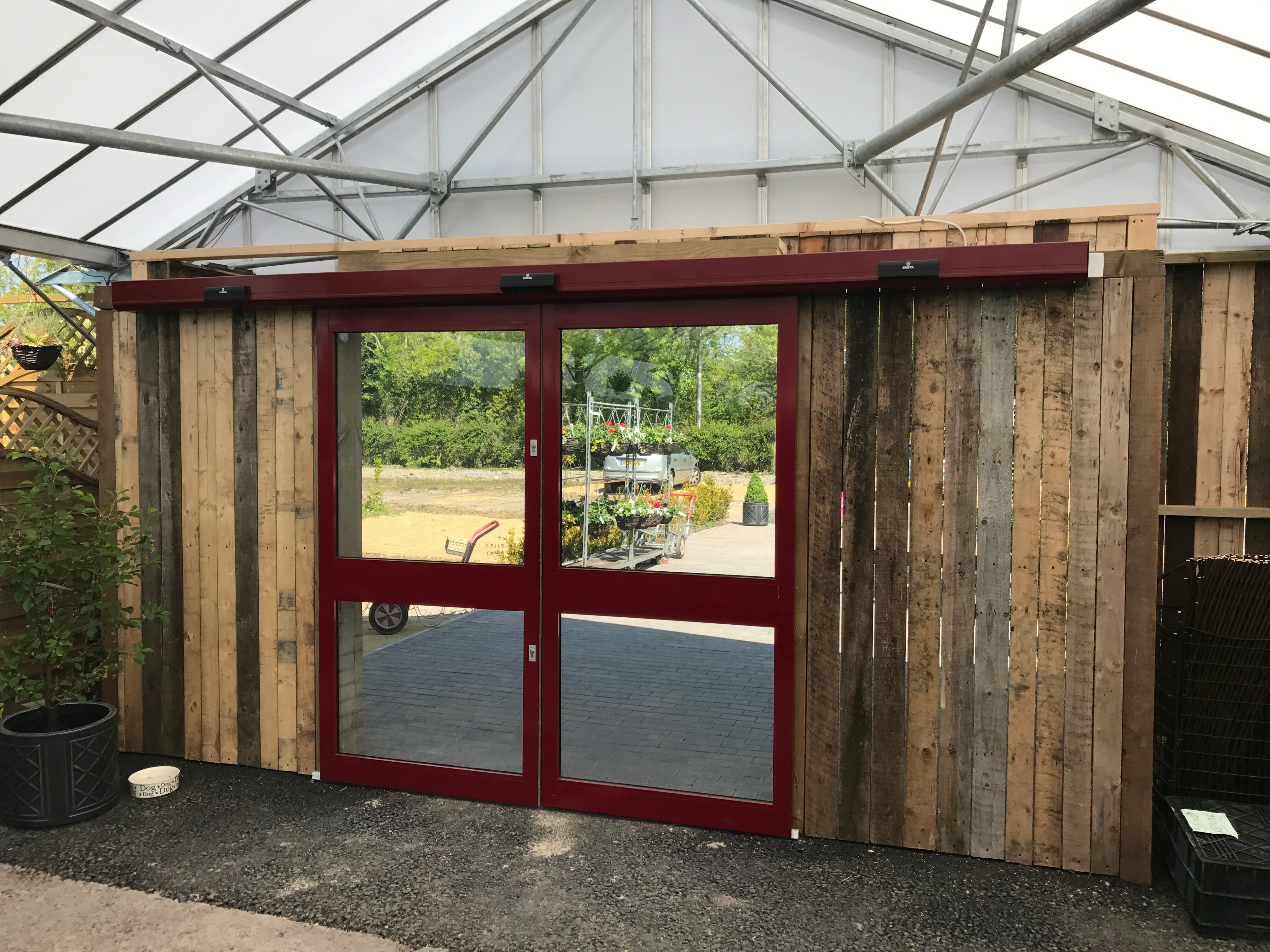 Given all the information and objectives set out by the Garden Centre we recommended that we install Automatic Doors (Bi Part Sliding) Entrance Screen. & Case Study: Garden Centre: Automatic Doors - ERREKA Automatic ... pezcame.com
