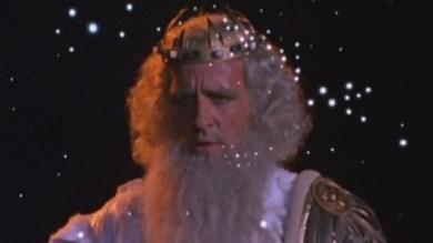 Zeus possède une puissance divine si élevée, les étoiles lui passent à travers.