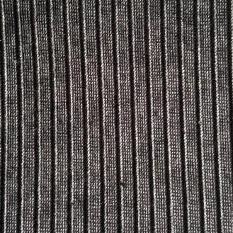 schwarzer Anzugstoff mit Streifenstruktur aus Baumwolle/Polyester