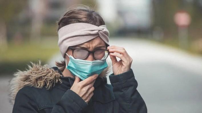 maske takarken gözlüklerin buharlanması nasıl engellenir?