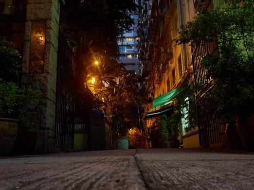 En typisk bakgate i Sheung Wan, ser du likheten med Grünerløkka?