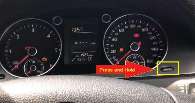 Volkswagen Passat- Hold the 0.0set button