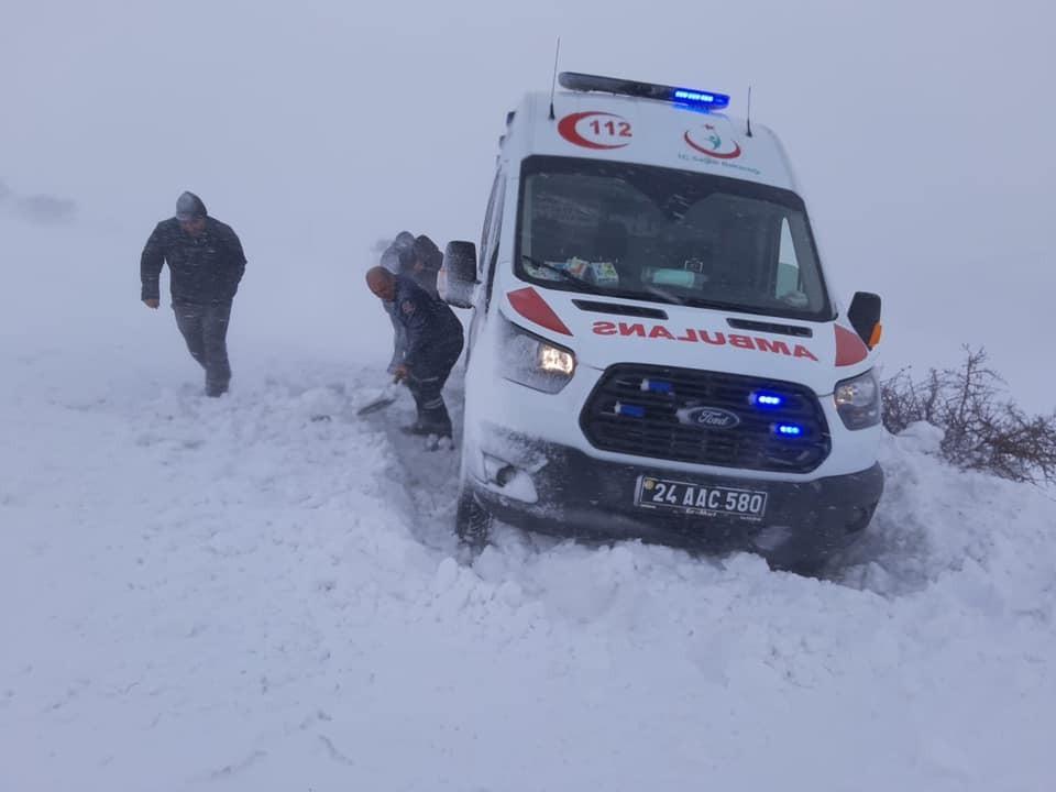Sağlıkçılar kar, tipide hız kesmiyor