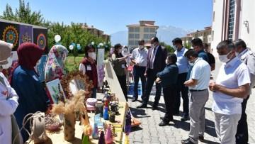 Özel öğrenciler projelerini sergiledi