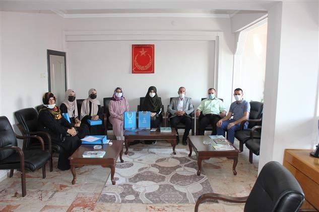 İlahiyat Fakültesi son sınıf stajyer öğrencileri katılım belgelerini aldılar