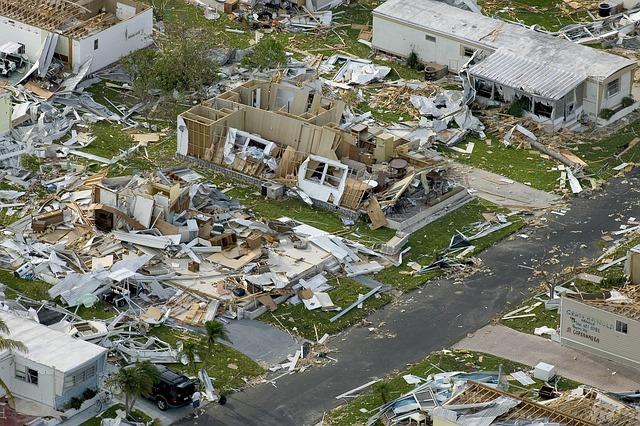 Verwoeste huizen als gevolg van een orkaan