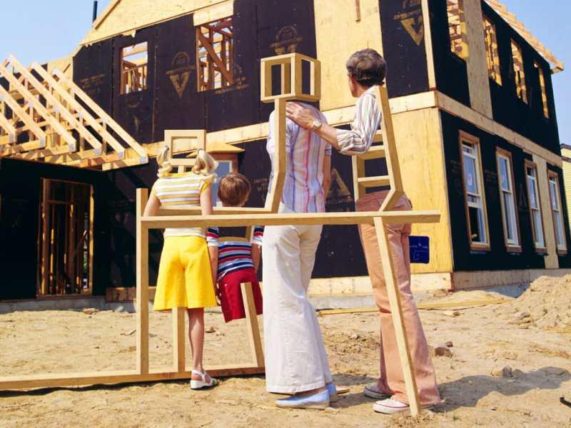 Er wordt een nieuw huis gebouwd voor dit mooie pleeggezin