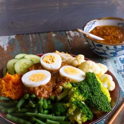 Indonesische groenten schotel gado gado