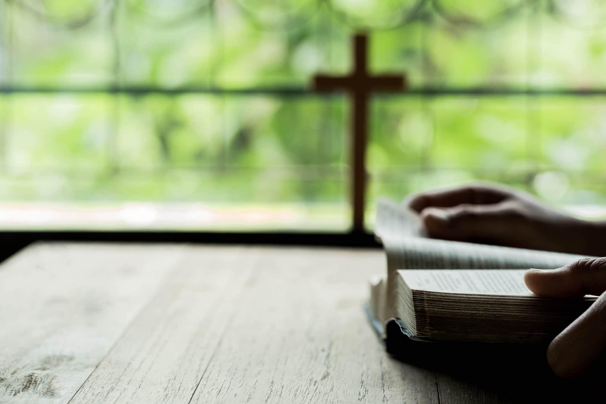 Una definición estricta pero clara de la iglesia trae libertad