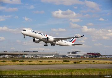 Takeoff of Air France A350-900