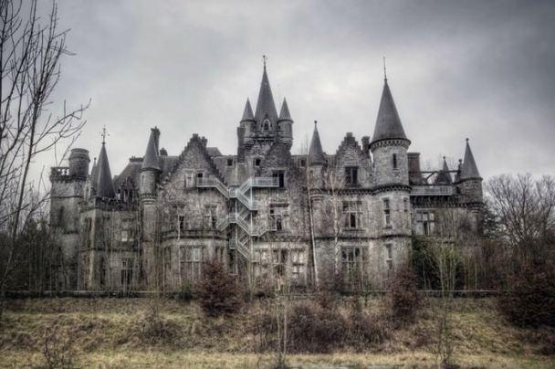 Castillos Medievales Castillo de Miranda, Bélgica abandonado