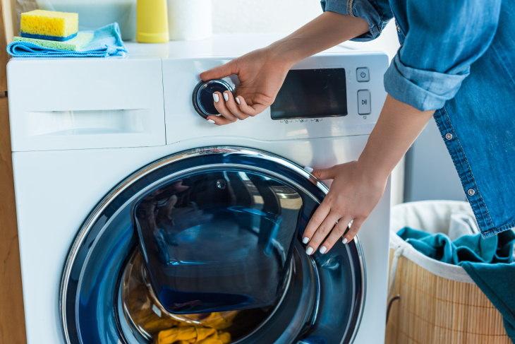 Errores al limpiar tu cubrebocas Limpiar tu cubrebocas ocasionalmente
