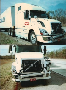 Daños en la parte delantera de un camión de 18 ruedas