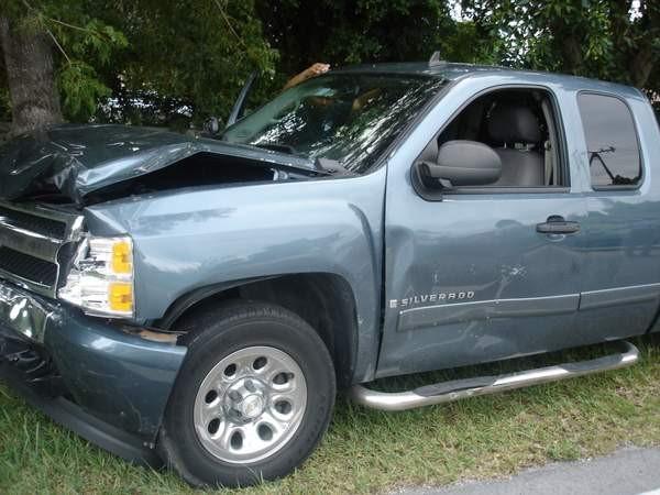 Una foto del camión de mi cliente después del choque
