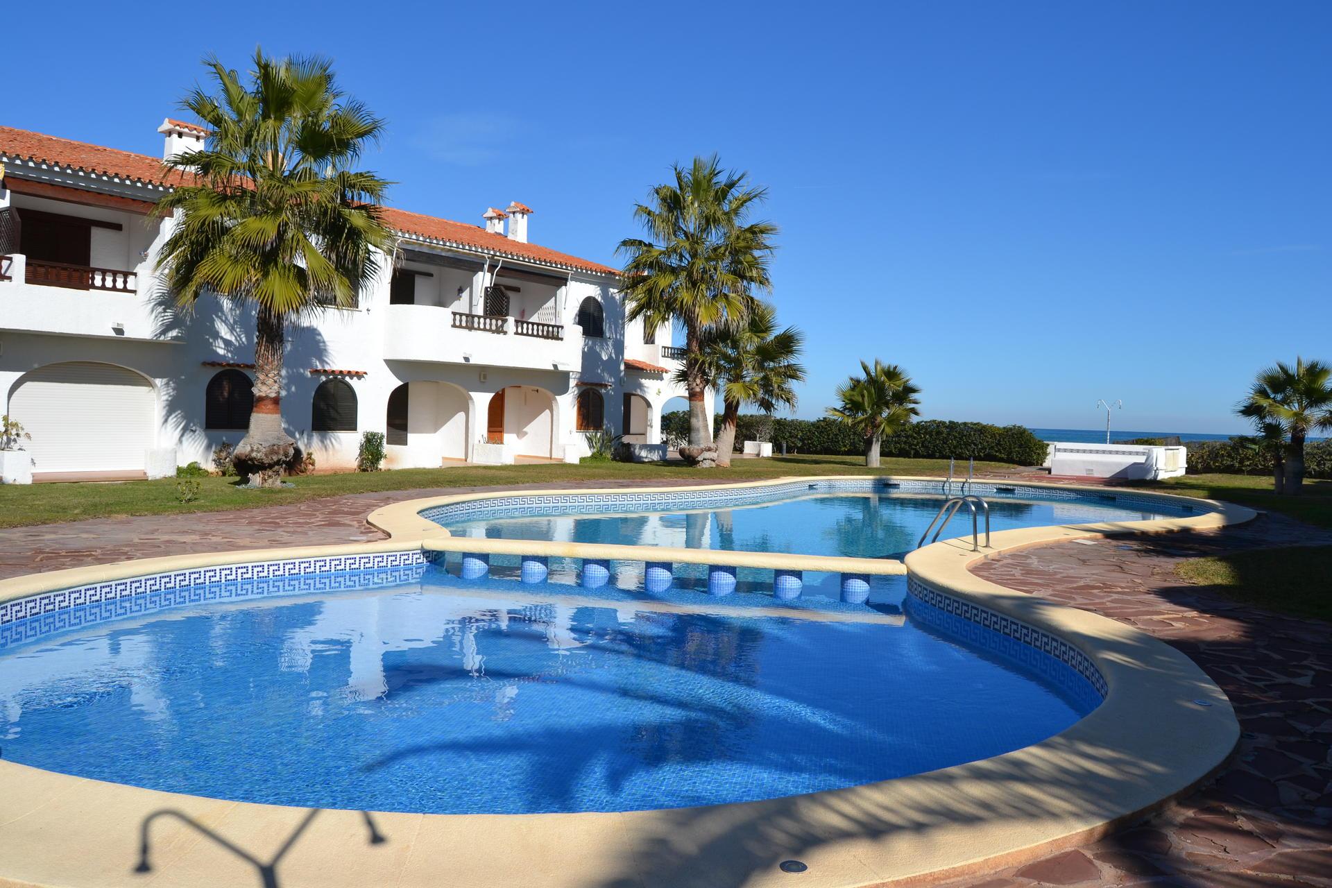 Excelente apartamento en planta baja cerca de la playa y en el km 4,5 de la carretera de las marinas. Alquiler Apartamento en Denia - Ref. NP C2 - Playa Las Deveses