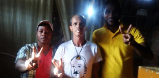 Detienen activistas cubanos, echan ácido sobre el celular por colocar frases libertarias en la calle
