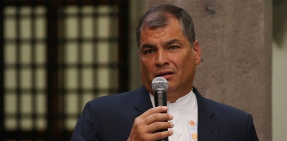 Correa vuelve a Ecuador para liderar oposición a referendo de su sucesor Lenín Moreno