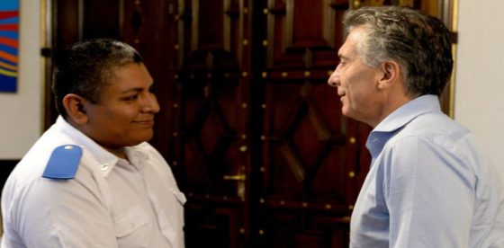Fuerte gesto de cambio en Argentina: Macri recibió al policía del caso Wolek
