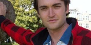 """Ulbricht fue condenado a prisión de por vida sin posibilidad de salida por haber creado el sitio web """"Silk Road"""" que subastaba drogas y armas (Motherboard)"""
