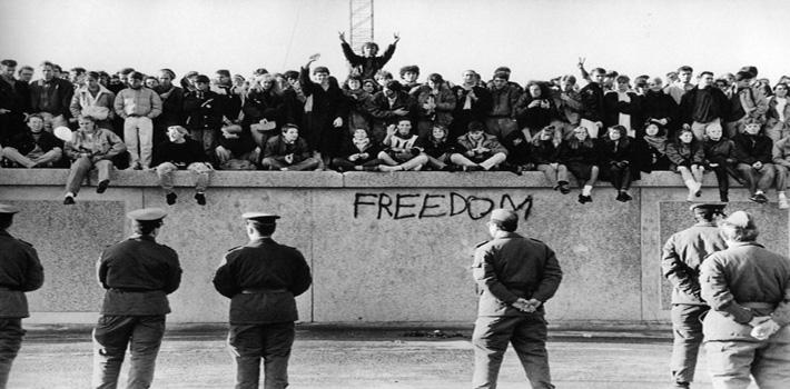berlin-wall-freedom-review-roberto ampuero