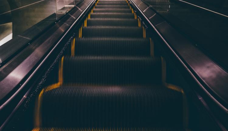blur-carry-dark-417014