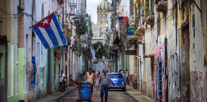 A pesar de que Raúl Castro ha tenido ciertas aperturas para la iniciativa privada en Cuba, se estima que (PIB) de Cuba en el año actual se establecerá entre en -1,4% y -0,3%. (Flickr)