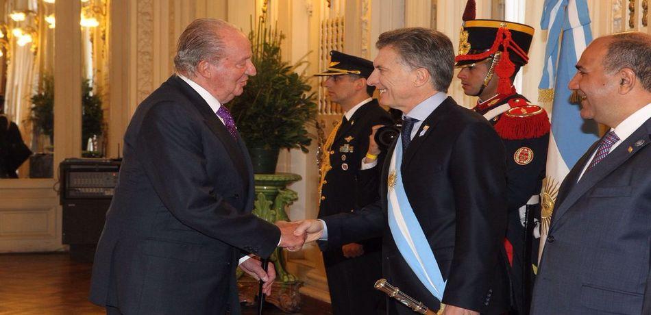 El Rey Emérito Juan Carlos I fue una de las visitas destacadas el día que asumió Macri (Twitter)