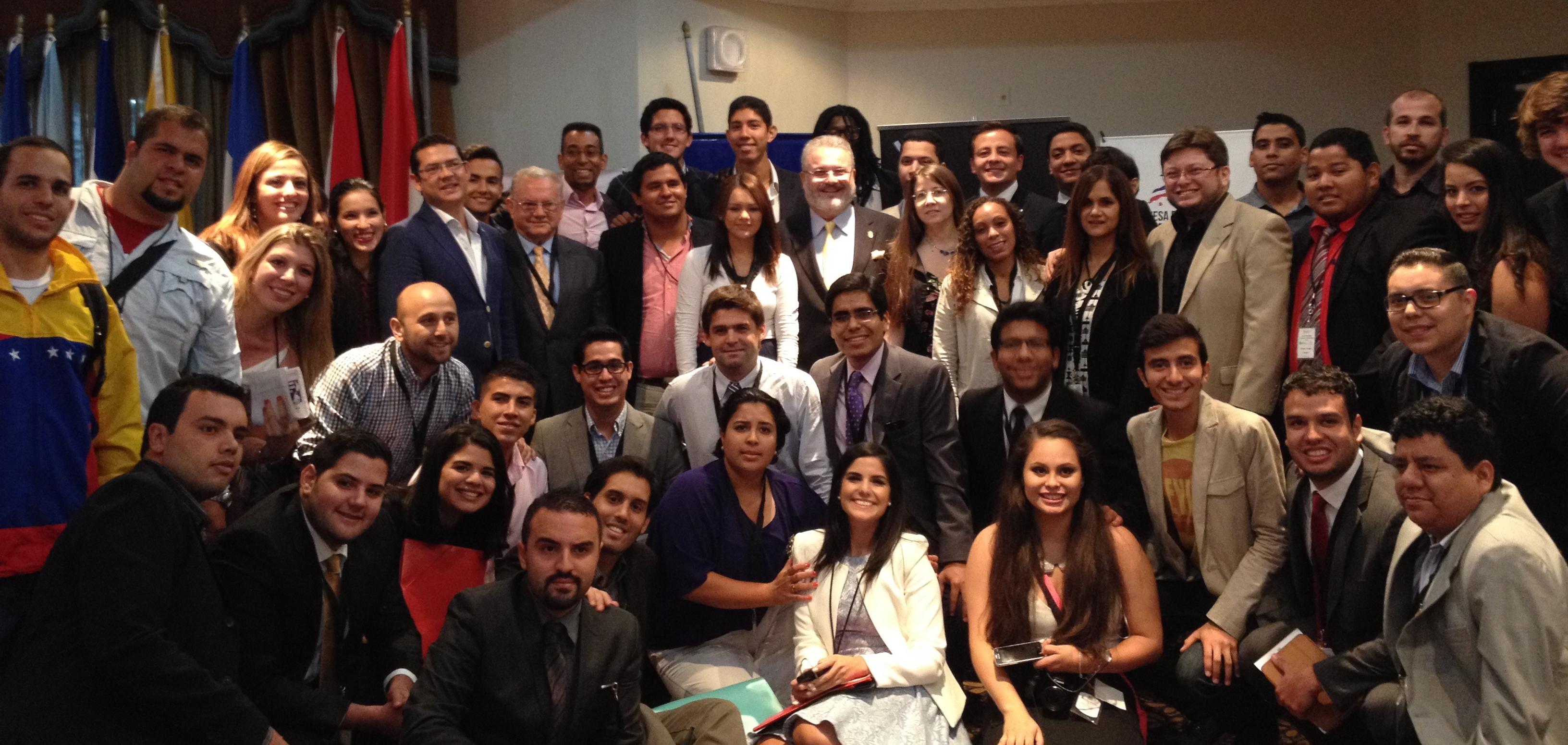 El ministro de Gobierno panameño, Milton Henríquez, respaldó los principios democráticos que defienden los jóvenes y denunció la asfixia de libertades en la región. (PanAm Post)