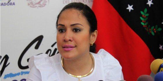 """Imponen gobernación paralela a """"opositora"""" venezolana que se arrodilló ante Constituyente"""