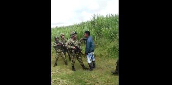 Capturados dos campesinos que agredieron a militares colombianos en el Cauca