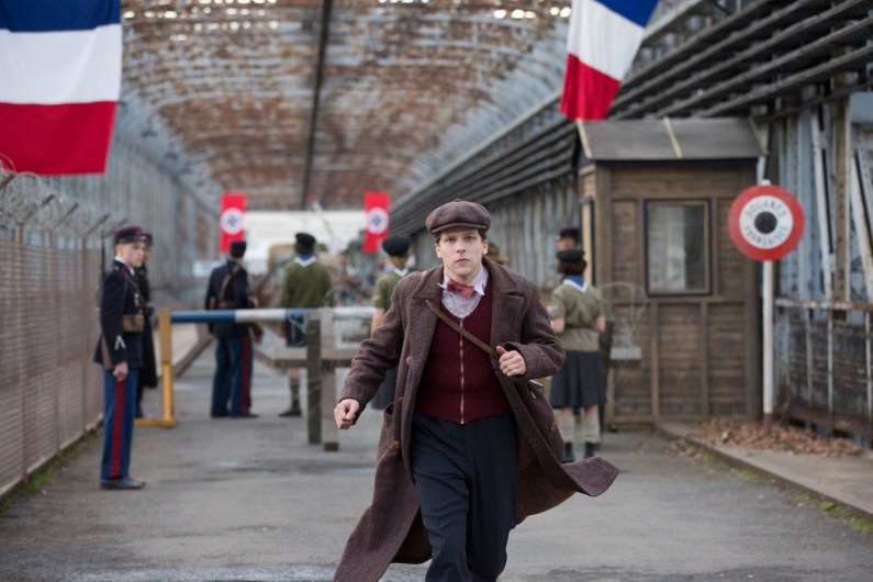 critica resistencia resistence pelicula movistar jesse eisenberg opinion cine estreno