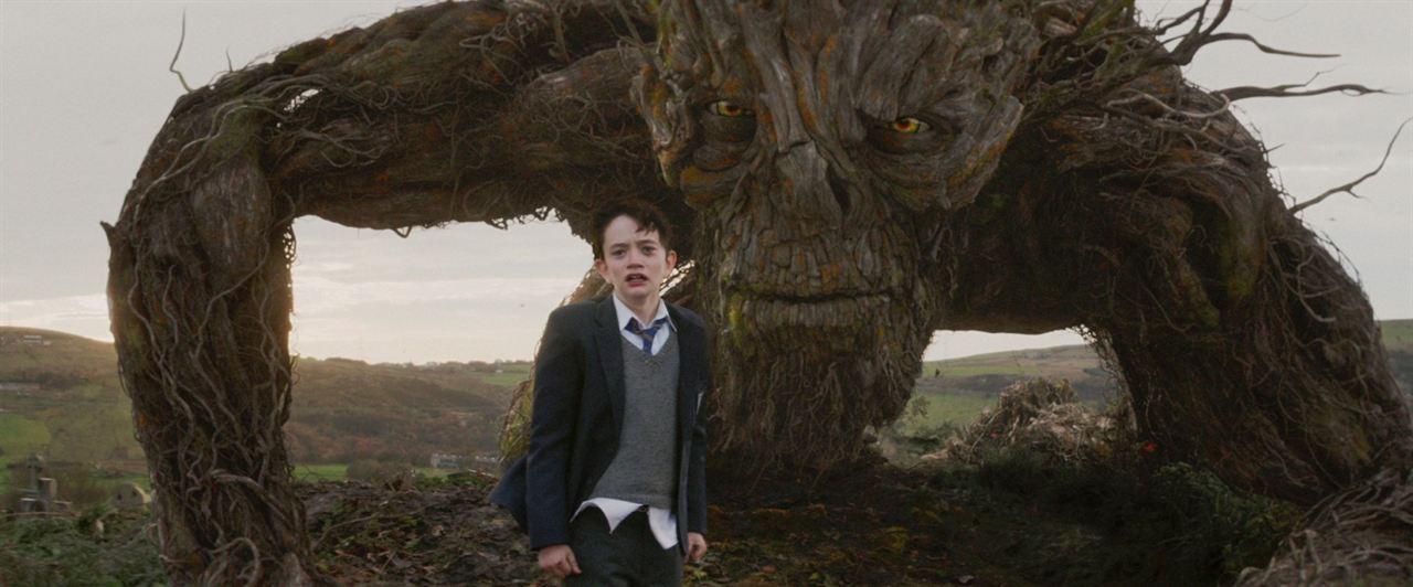 Un monstruo viene a verme : Foto Lewis MacDougall, Liam Neeson