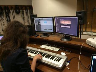 Groupe 3, Marina au piano