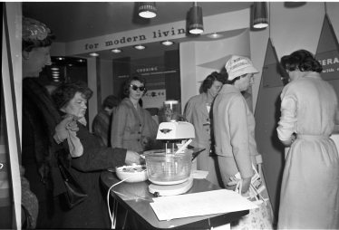 'For Modern Living': a demonstration of the benefits of electricity in the home, 7 May 1960