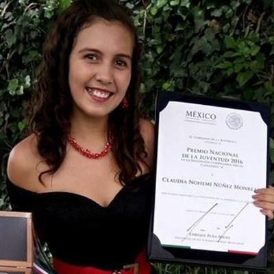 Mexicana Claudia Monreal, de 16 años, quiere cambiar a México a través de la literatura