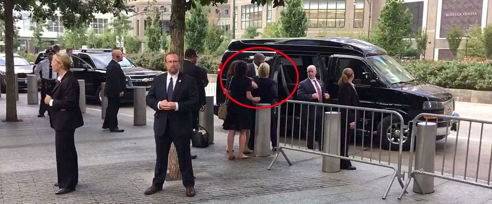 #HillaryHealth: Video muestra a Clinton casi desplomarse tras evento del 11S