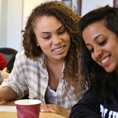#WelcomeAmigos: Las escuelas para afroamericanos reciben cada vez a más latinos