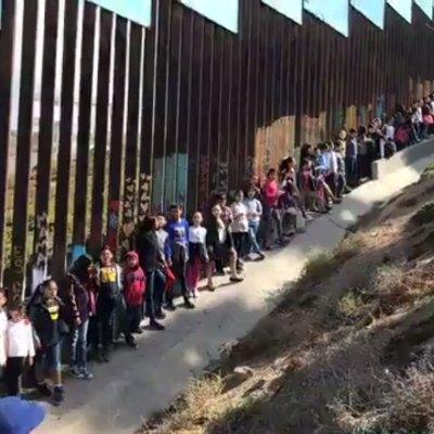 #CantaYNoLlores: Niños nacidos en EE. UU. alientan a México desde la frontera con el