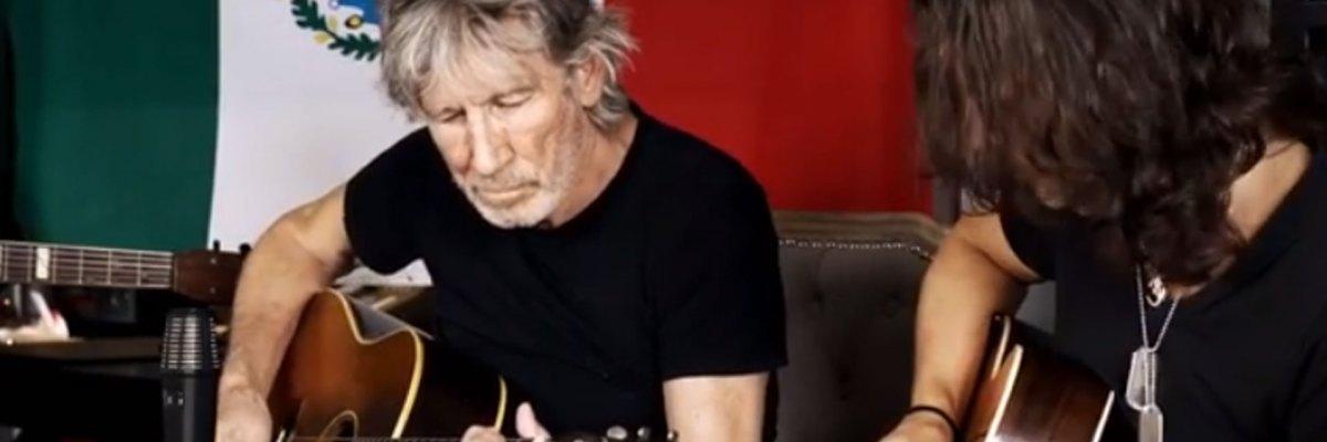 Roger Waters le canta a México