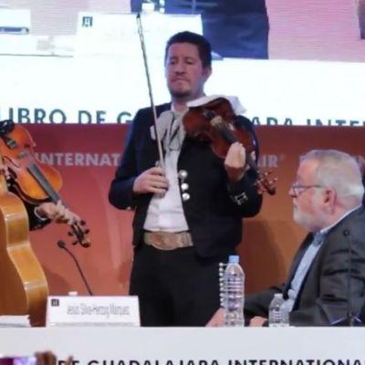 Serenata con mariachi a Fernando Savater