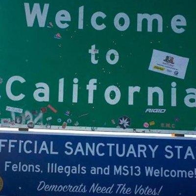 """#Ardidos: Anuncios racistas dan la bienvenida a California, flamante """"estado santuario"""""""