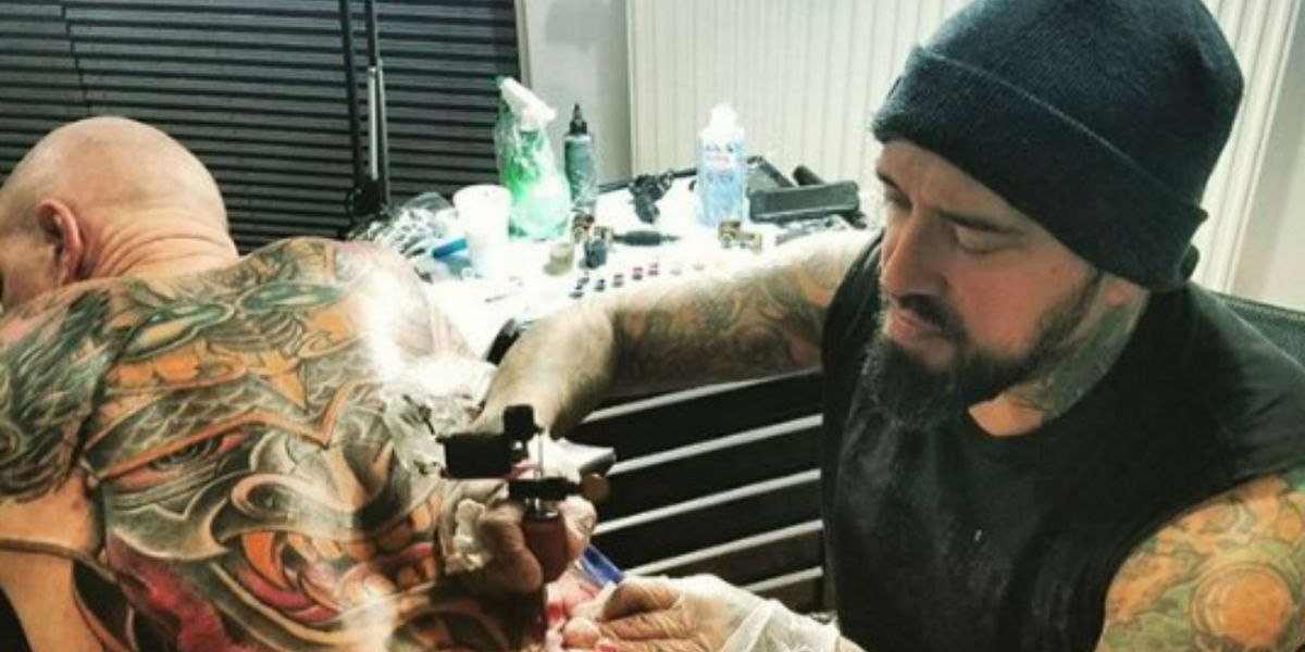 Tatuador mexicano